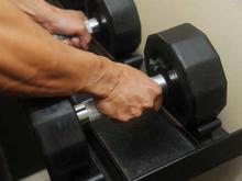 Un programme de musculation à la maison avec haltères